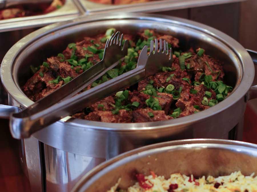 tuinfeest catering uitbesteden buffetten aan huis