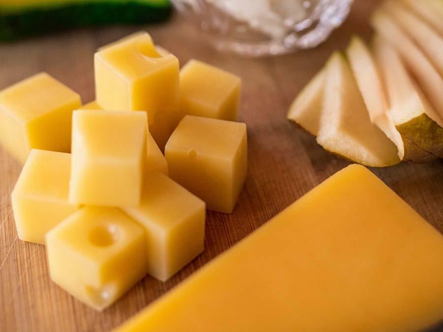 hapjes verjaardag feestje catering feestje aan huis kaas en worst