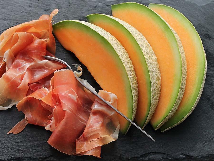hapjescatering meloen ham aan huis bezorgd