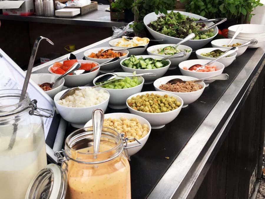 saladbar tuinfeest catering thuis